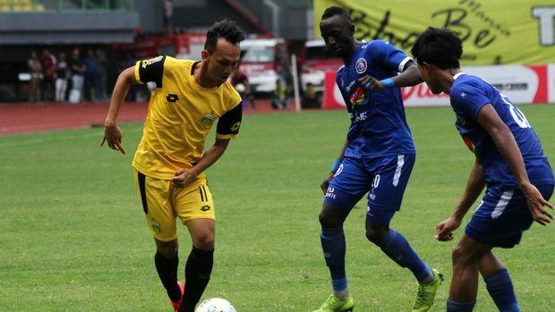Bhayangkara FC (kuning) baru meraih satu poin di Liga 1 2019.