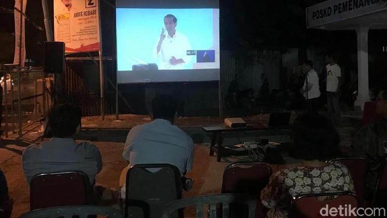 Pendukung Prabowo di Padang Nobar Debat Capres di Rumah Jubir BPN