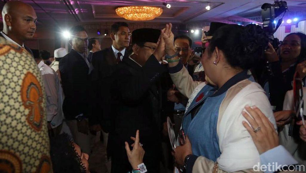 Momen Hangat nan Kompak Prabowo dan Titiek Soeharto Usai Debat