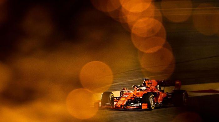 Sebastian Vettel memimpin latihan bebas II GP Bahrain. (Foto: Lars Baron / Getty Images)