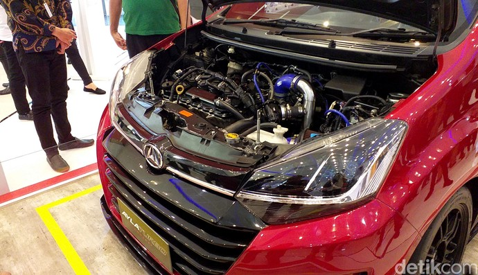 Nih, lihat aja jeroan mesinnya. Ayla Turbo kita nggak jual. Jadi ini mobil konsep. Karena turbo mesinnya masih mahal, kata Tunjung di Grand City Convex, Surabaya, Sabtu (30/3/2019).