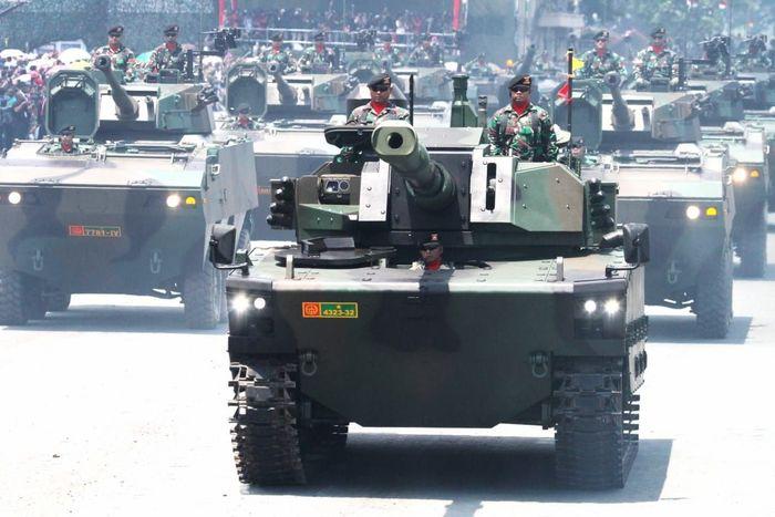 Kedua alutsista itu diproduksi oleh perusahaan BUMN, yaitu PT PAL Indonesia (Persero) untuk kapal selam dan PT Pindad (Persero) untuk tank.Dok. PT Pindad.