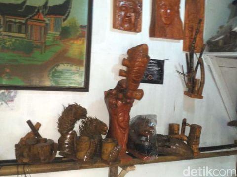 Warga Sukabumi Sulap Limbah Bonggol Kelapa Menjadi Karya Seni
