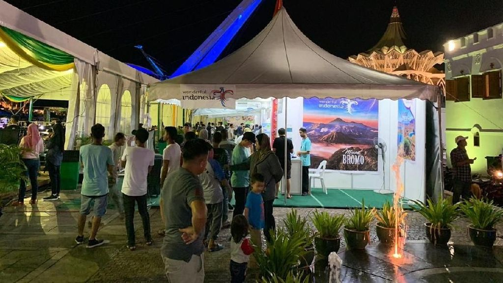 Di Kuching, Wisatawan Malaysia Serbu Paket Wisata Indonesia