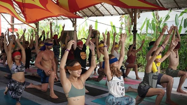 Blinfolded Yoga Bukan Hanya Tentang Kebugaran Fisik Tapi Juga Jiwa