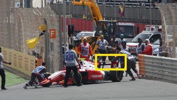 DRS Rusak, Sean Gagal Finis di Feature Race Bahrain