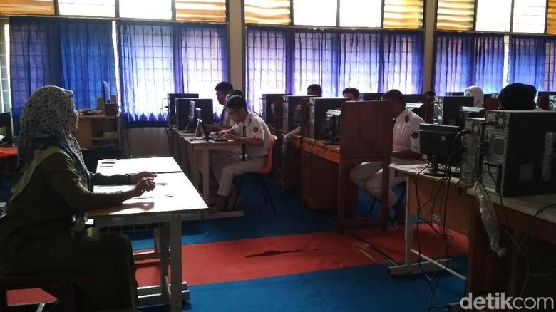Lancar, UNBK SMA di Cirebon Dibagi Hingga Tiga Sesi