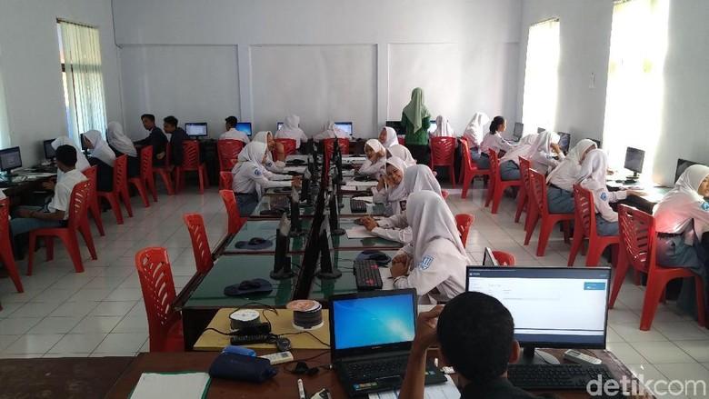 Sejumlah Sekolah di Jateng Masih Numpang UNBK