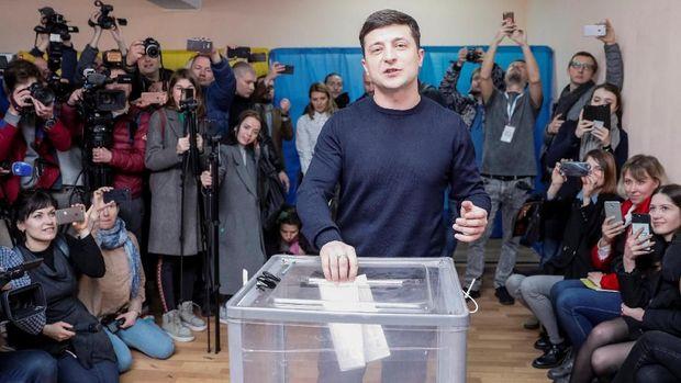 Pilpres Ukraina, Seorang Komedian Unggul Hadapi Petahana