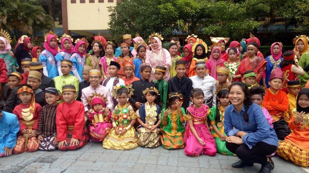 Makassar Canangkan Hari Kebudayaan, Pamer Baju Adat Indonesia