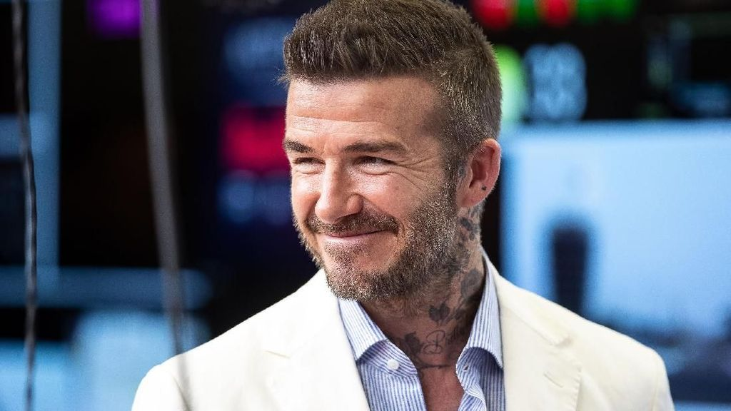 Dihukum 6 Bulan Tak Boleh Nyetir, Beckham Disopiri Anaknya