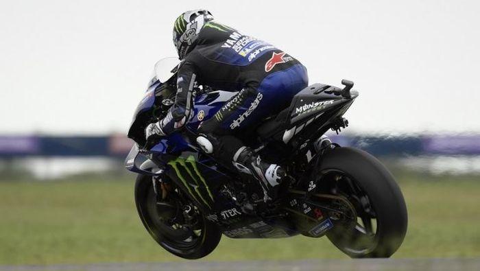 Pebalap Maverick Vinales bermasalah pada kopling motornya di awal musim MotoGP 2019. (Foto: Juan Mabromata/AFP)