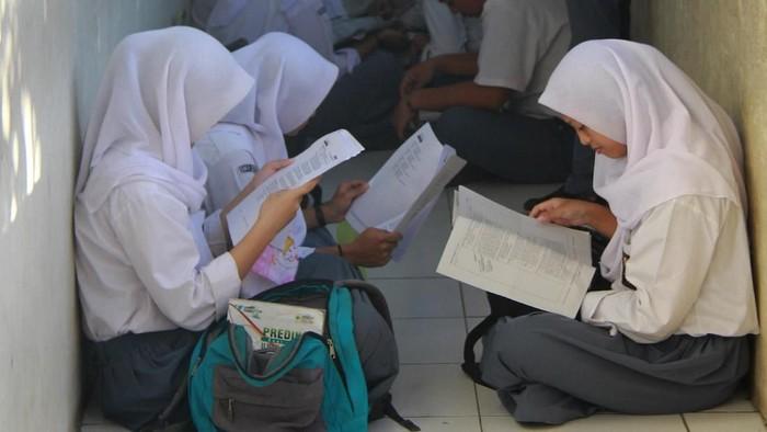 Foto: Para siswa ketika hendak melaksanakan Ujian Nasional (Antara Foto)