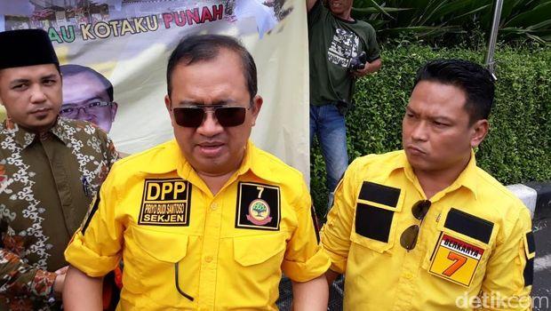 Wakil Ketua Badan Pemenangan Prabowo-Sandi, Priyo Budi Santoso angkat bicara terkait kasus Kapolres Garut AKBP Budi Satria Wiguna. Sebelumnya, Kapolres Garut dituduh memerintahkan anak buahnya, eks Kapolsek Pasirwangi AKP Sulman untuk mendukung Jokowi.