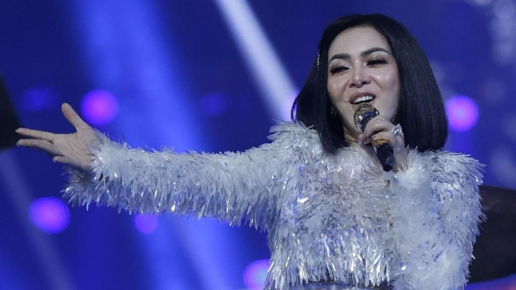 Cerita Hairstylist Ternama Rawat Rambut ART Syahrini Sebelum Mudik