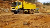 Kehandalan truk Tata ini dipercaya dapat menunjang peningkatan produksi tambang nikel di Halmahera. Foto: dok. Antam