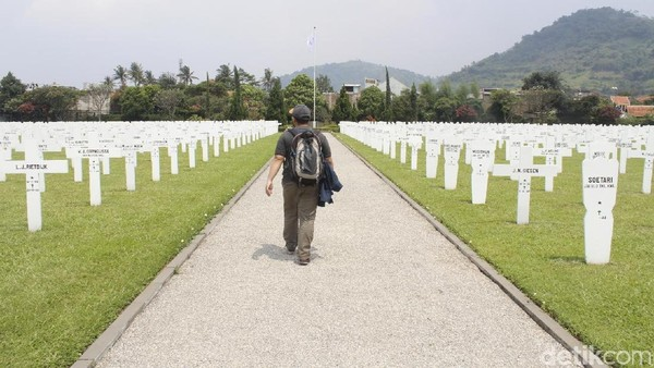 i Ereveld bersemayam 5.000 jasad korban perang yang gugur selama Perang Dunia Kedua dalam pertempuran melawan tentara Jepang (1941-1945) dan selama masa revolusi Pascaperang Kedua (1945-1949). (Yudha Maulana/detikcom)
