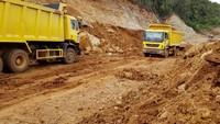Penambahan armada truck di kawasan pertambangan nikel Halmahera, milik PT Sumberdaya Arindo (SDA) anak usahanya PT Aneka Tambang Tbk (ANTAM) itu guna mendukung meningkatnya permintaan dan produksi nikel dalam negeri. Foto: dok. Antam