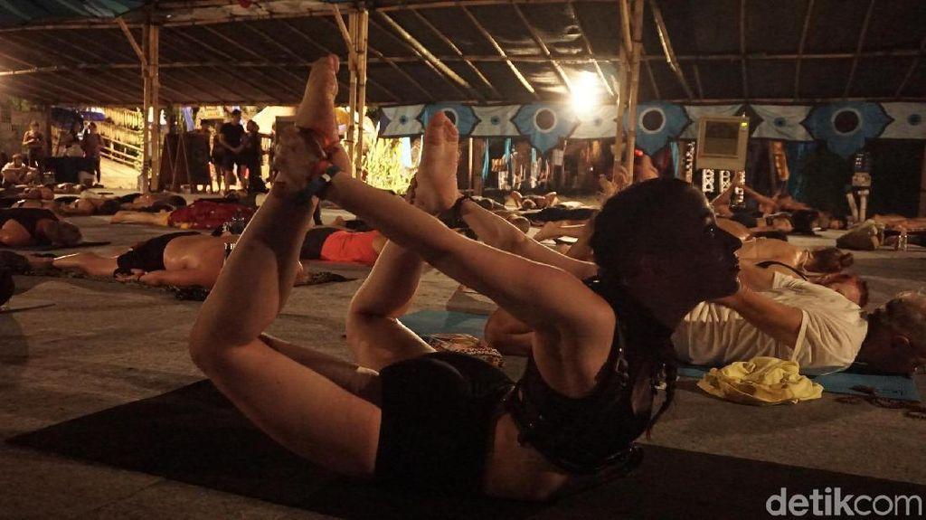Black Metal Yoga, Karena Yoga Nggak Melulu Pakai Musik Selow