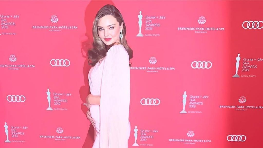 Cara Esktrem Miranda Kerr untuk Hidup Sehat Bikin Netizen Takjub