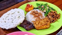 5 Warung Nasi Uduk Malam di Jakarta, Lauknya Super Komplet