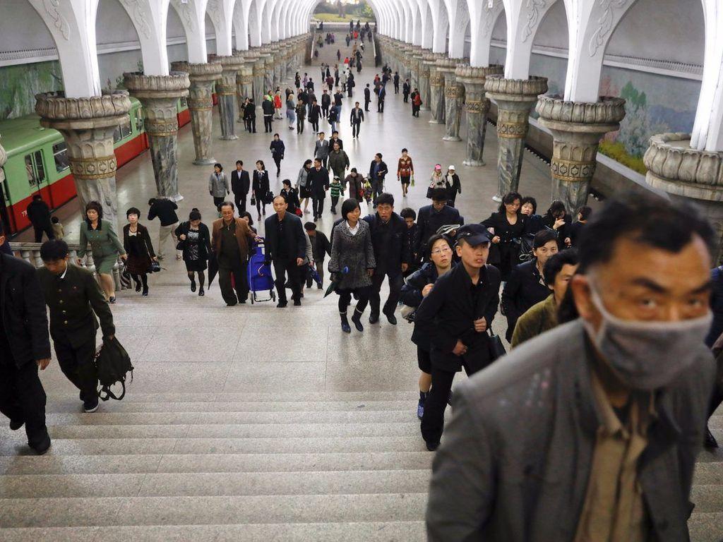 MRT atau kereta bawah tanah di Korea Utara sudah dibangun sejak tahun 1970-an yang terdiri dari 16 stasiun. (Foto: Reuters)