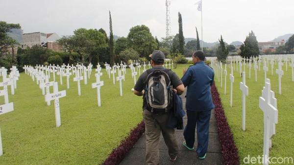 Tiap tahun pada 15 Agustus bendera Indonesia dan Belanda berkibar di atas tiang sebagai bentuk peringatan Perang Dunia Kedua. (Yudha Maulana/detikcom)