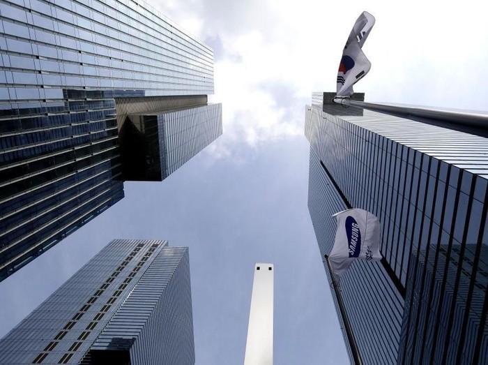Gedung pencakar langit di Seoul. Foto: Reuters