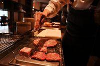 Sambut Kaisar Baru, Ada Burger Mewah Rp12,8 Juta di Jepang