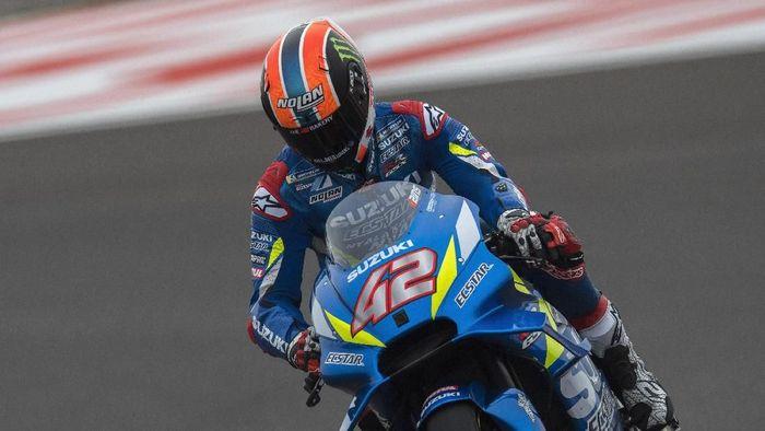 Pebalap Suzuki Alex Rins bisa finis kelima di MotoGP Argentina 2019 kendati memulainya dari posisi start ke-16. (Foto: Mirco Lazzari/Getty Images)