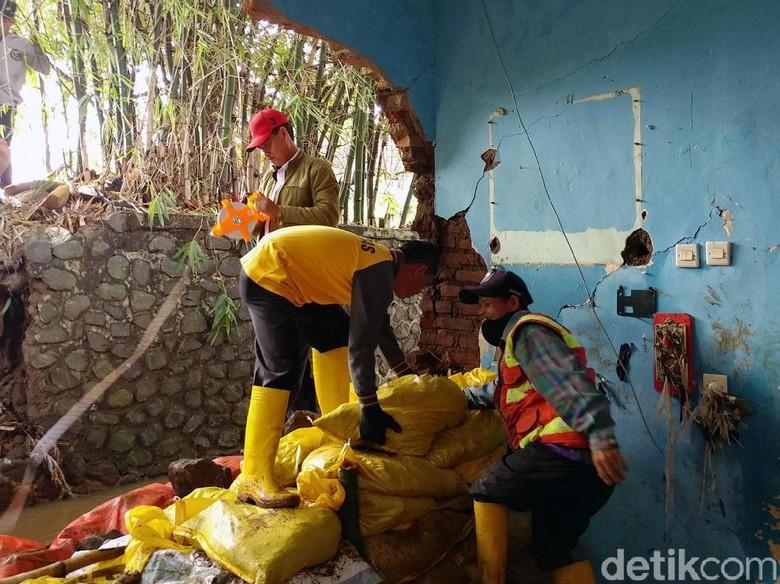 Pemkot Bandung Kirim Beras 1.300 Kg untuk Korban Banjir Ujungberung