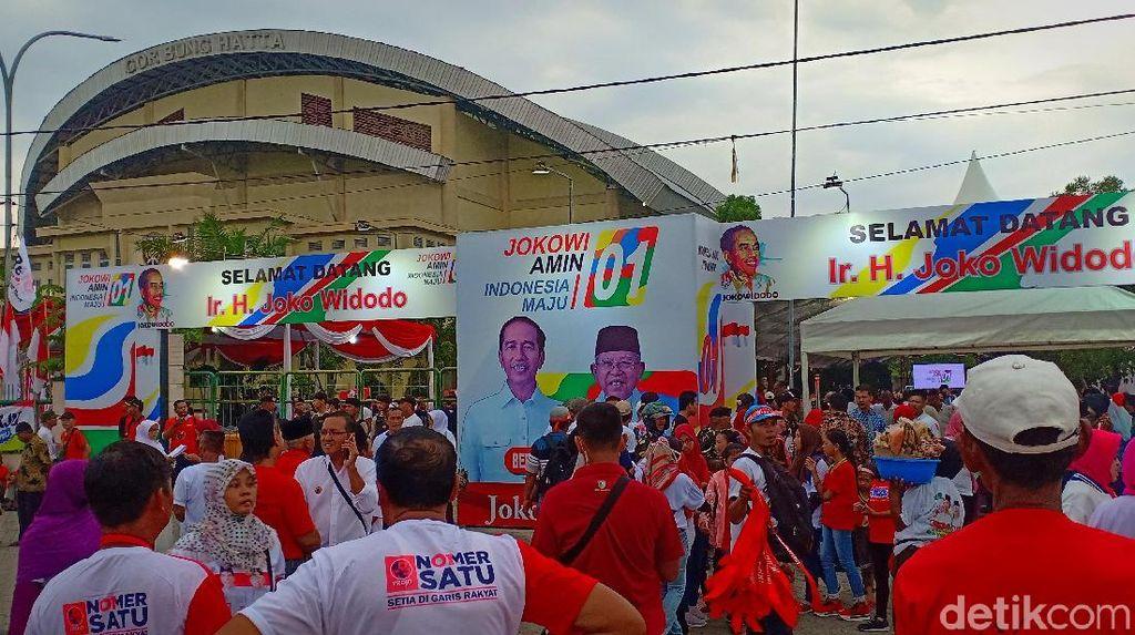 Goyang Jempol Bergema di Tengah 5 Ribu Simpatisan Jokowi di Ngawi