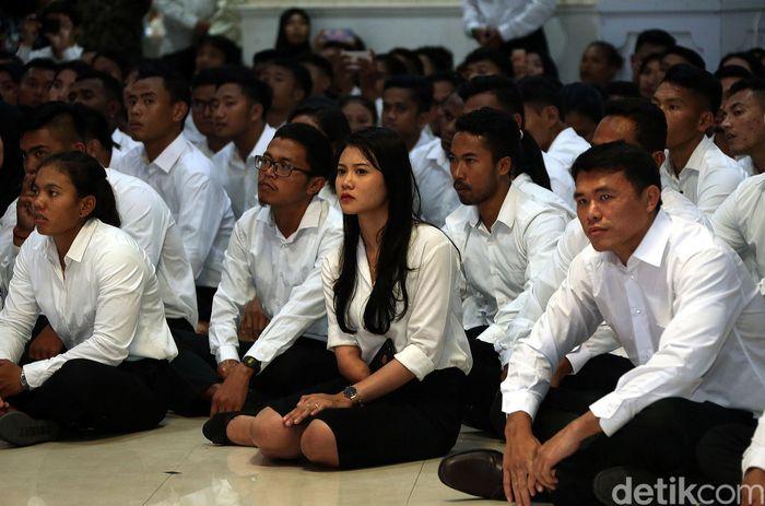 Total sebanayak 286 atlet dari berbagai cabang olahraga yang berbeda-beda hadir untuk dilantik sebagai PNS di kantor Kemenpora, Jakarta.