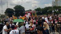 Kampanye di Bumi Sriwijaya, Jokowi Naik Mobil Hias Ditemani Iriana
