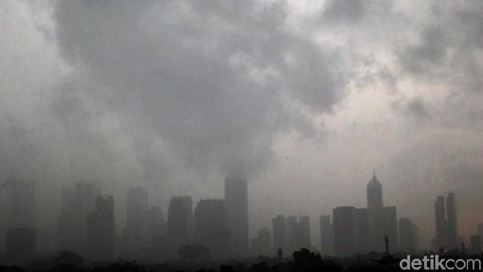 BMKG memprediksi sebagian besar daerah di Jakarta diguyur hujan lebat. (Foto: Grandyos Zafna)
