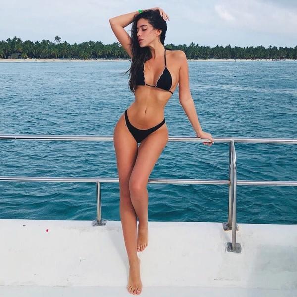 Saat di Punta Cana, Republik Dominika Nadia pun tak canggung memamerkan tubuh indahnya. Tapi sekali lagi karena saat itu Nadia sedang di pantai. (Instagram/@nadiavilesgarcia)
