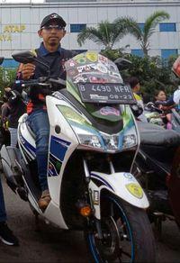 Adi Kenzi, bikers yang mengendarai Yamaha Lexi untuk beraktivitas sehari-hari