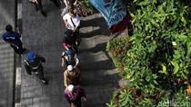 Warga Difabel Menyusuri Ubin Jakarta