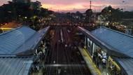 Penumpukan Penumpang KRL di Stasiun Cakung Akibat Gangguan
