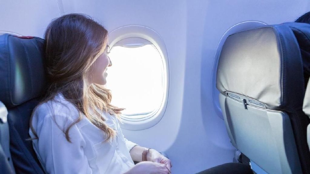 Lampu Unik Jendela Pesawat, Bikin Kamu Serasa Liburan Walau Hanya di Rumah