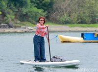 Beres Jadi Menteri, Mau Main Paddle Board Dulu, Bu Susi?