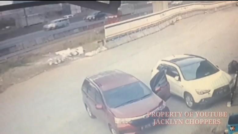 Busi, Senjata Pencuri Modus Pecah Kaca di Rest Area Km 39 Tol Cikampek