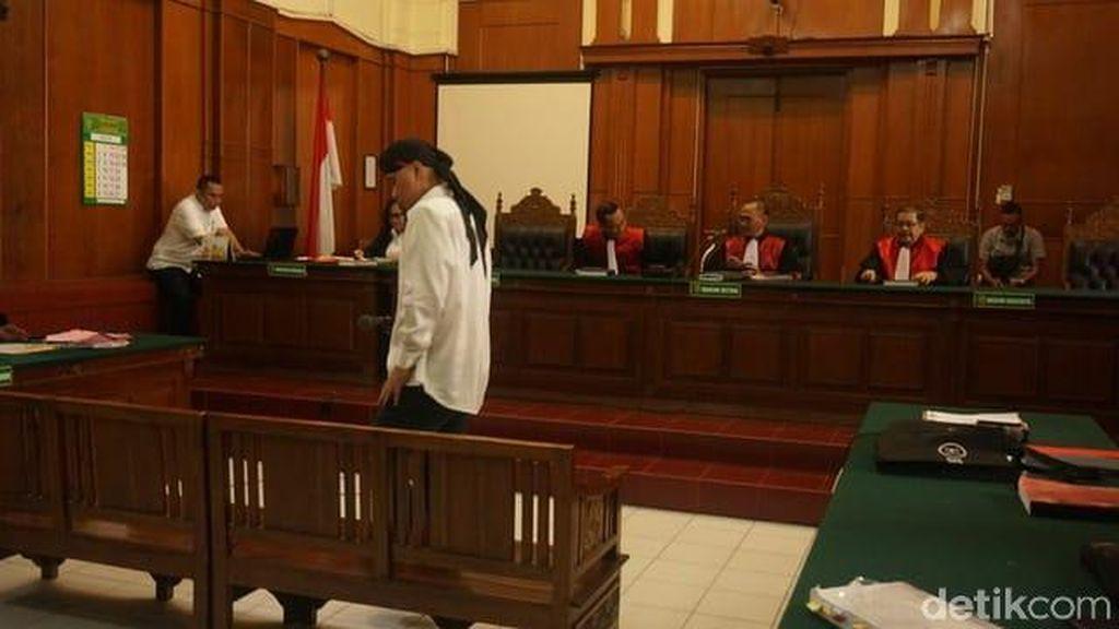 Gara-gara Diadang di Hotel Majapahit, Ahmad Dhani Rugi Rp 40 Juta