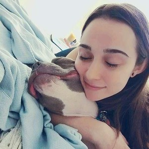 Calon Pengantin Wanita Belikan Anjingnya Gaun yang Tak Kalah Mewah Darinya