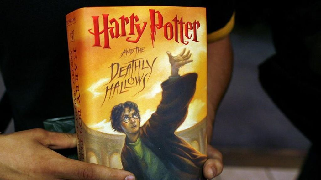 Pastor Polandia Bakar Buku Harry Potter karena Memuat Ajaran Sihir