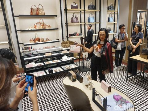 Coach Buka Satu Lagi Butik 'Modern Luxury' Terbesarnya di Indonesia
