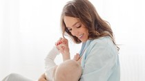 Bunda, Salah Memilih Wangi Lotion Bikin Bayi Malas Nyusu Lho