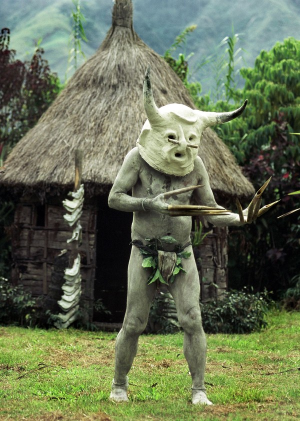 Topengnya pun dibentuk dengan rupa yang menakutkan. Hampir sama dengan wajah manusia, tapi telinganya besar, ada tanduknya dan bertaring (iStock)