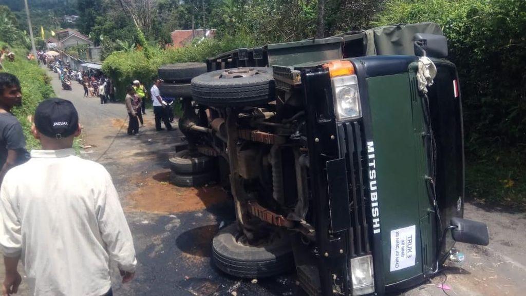Truk Angkut Siswa SMK Terguling di Cisarua, 17 Pelajar Luka-luka