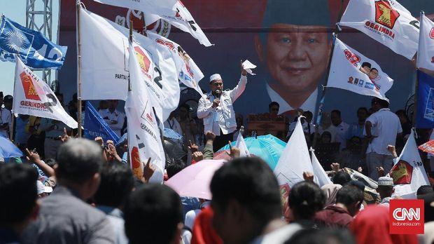 Wali Kota Padang Membaur dengan Pendukung di Kampanye Prabowo